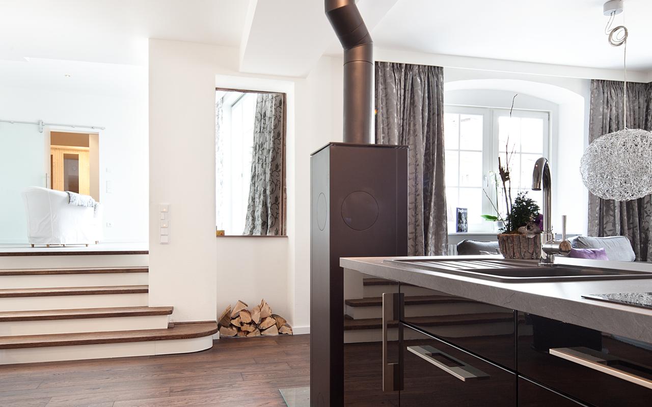 Die Küche der Suite Liz ist großflächig, edel und elegant.